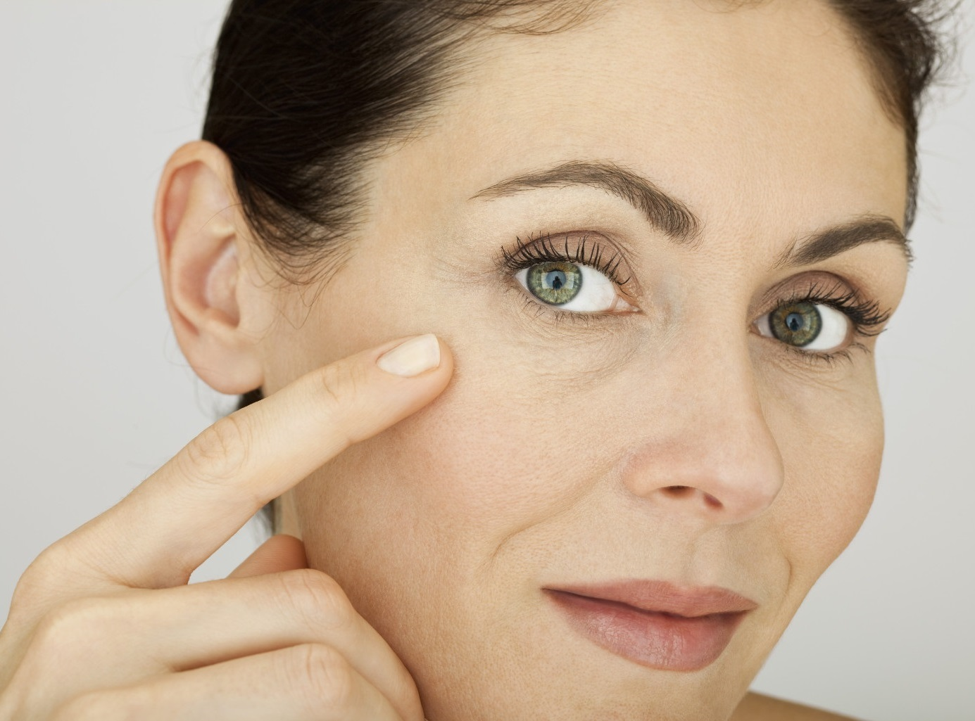 Подмладяване на кожата около очите с екстракт от охлюви